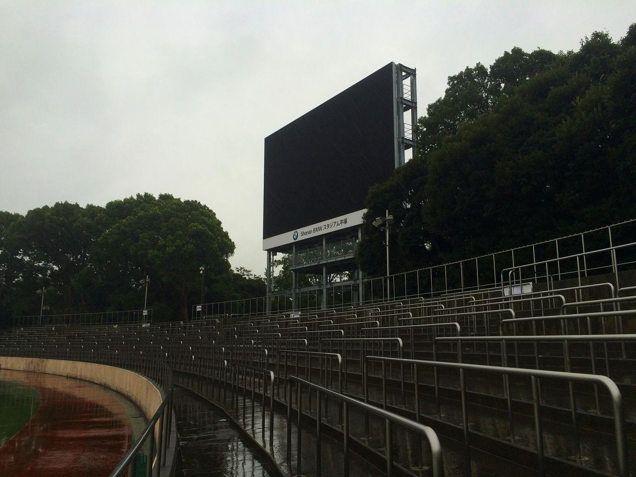 Shonan BMW スタジアム平塚のホーム/アウェーのスタンド入れ替えについて意見を募集します。